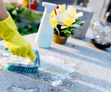 Jak usunąć plamy z wosku i rdzy z płyt nagrobnych?