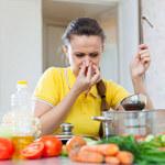 Jak usunąć przykry zapach przy gotowaniu