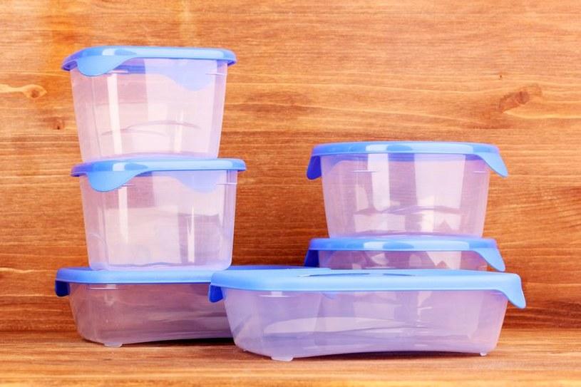 Jak usunąć przykry zapach z plastikowych pojemników? /123RF/PICSEL