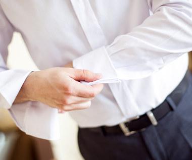 Jak usunąć żółte plamy z białej bluzki?