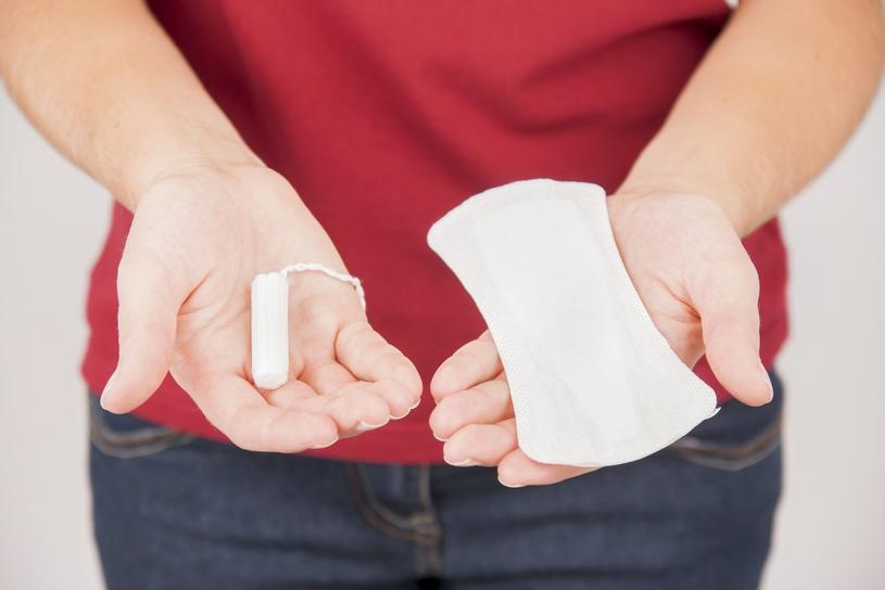 Jak używać tamponów i podpasek by uniknąć problemów zdrowotnych? /materiały promocyjne