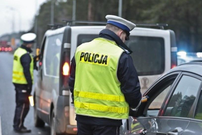 Jak w każdy długi weekend policja prowadziła wzmożone kontrole /Piotr Jędzura /Reporter