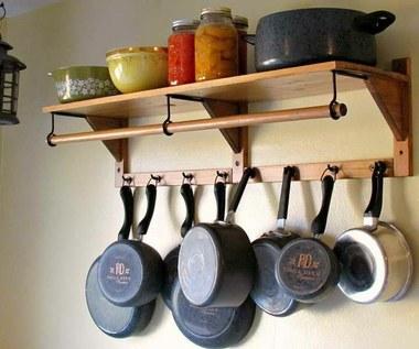 Jak w naturalny sposób czyścić naczynia kuchenne?