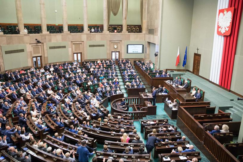 Jak w nowym Sejmie będą siedzieli posłowie różnych klubów? /fot. Andrzej Iwanczuk /Reporter