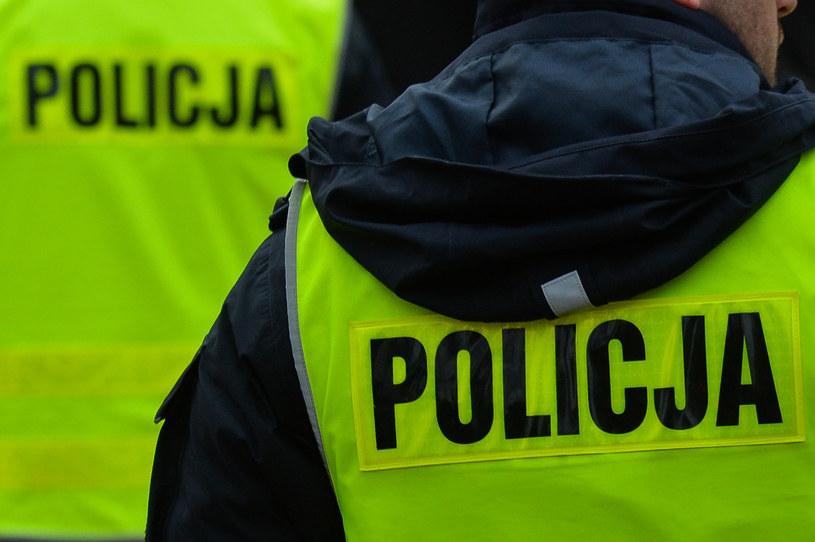 Jak ważne jest, by być widzianym, wiedzą pracujący na drogach policjanci /Gerard /Reporter