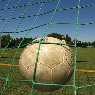 Jak wiarygodnie pokazać futbol w kinie? /AFP