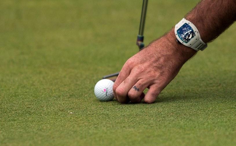 Jak widać wiek nie jest przeszkodą w uprawianiu golfa /AFP