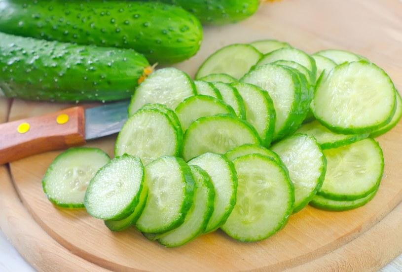 Jak większość warzyw i owoców, ogórek ma odczyn alkaliczny i pomoże przywrócić równowagę kwasowo-zasadową w ciele /123RF/PICSEL