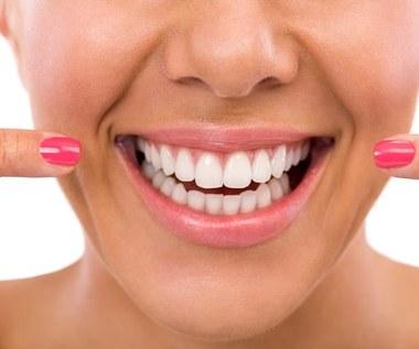 Jak wybielić zęby w Photoshopie?
