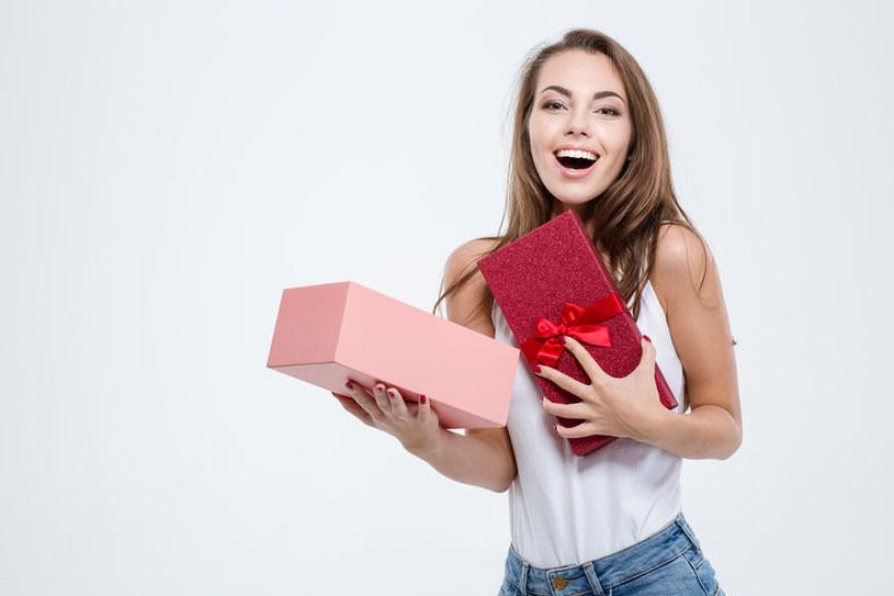 Jak wybrać idealny prezent dla kobiety? /©123RF/PICSEL