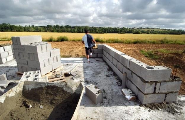 Jak wybudować dom krok po kroku? /AFP