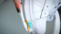 Jak wyczyścić białe buty? Prosty trik, by znów były śnieżnobiałe