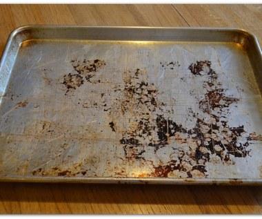 Jak wyczyścić brudną brytfankę do pieczenia?