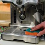 Jak wyczyścić i odkamienić ekspres do kawy? Sprawdzone patenty