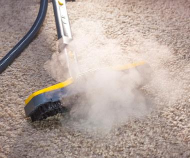 Jak wyczyścić i odświeżyć dywan domowym sposobem?