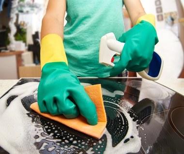 Jak wyczyścić plamy z płyty indukcyjnej?