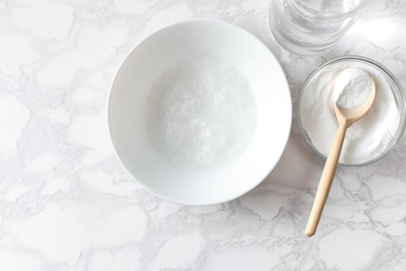 Jak wyczyścić przypalone żelazko? Pasta z soli i octu /123RF/PICSEL