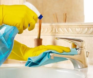 Jak wyczyścić umywalkę i toaletę bez chemii?