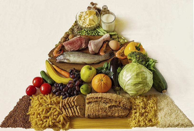 Jak wygląda nowa piramida żywieniowa? /123RF/PICSEL