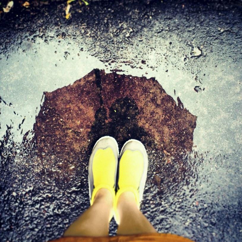 Jak wyglądać dobrze w kiepską pogodę? /123RF/PICSEL
