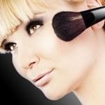 Jak wykonać błyskawiczny makijaż
