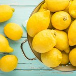 Jak wykorzystać cytrynę podczas sprzątania?
