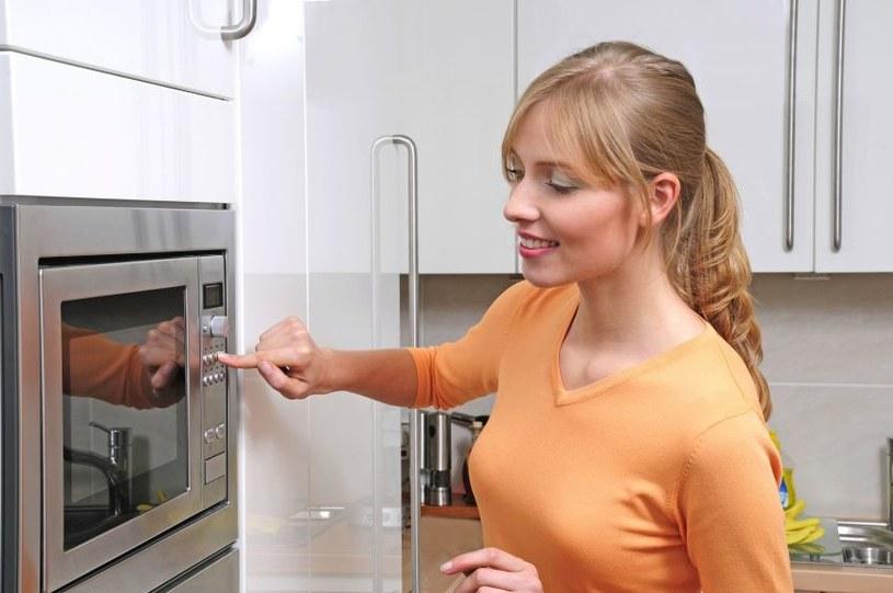 jak wykorzystać kuchenkę mikrofalową /© Photogenica