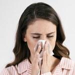 Jak wykorzystać olejek cedrowy do leczenia kataru siennego?