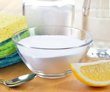 Jak wykorzystać sól do sprzątania?