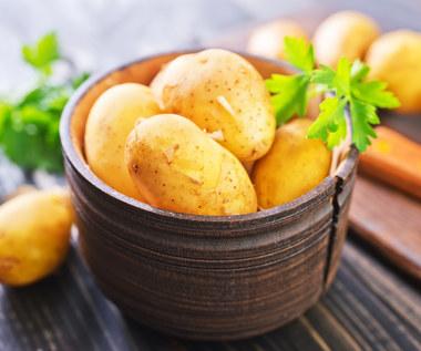 Jak wykorzystać ziemniaka? Przetrzyj nim okna. Efekt zaskakuje