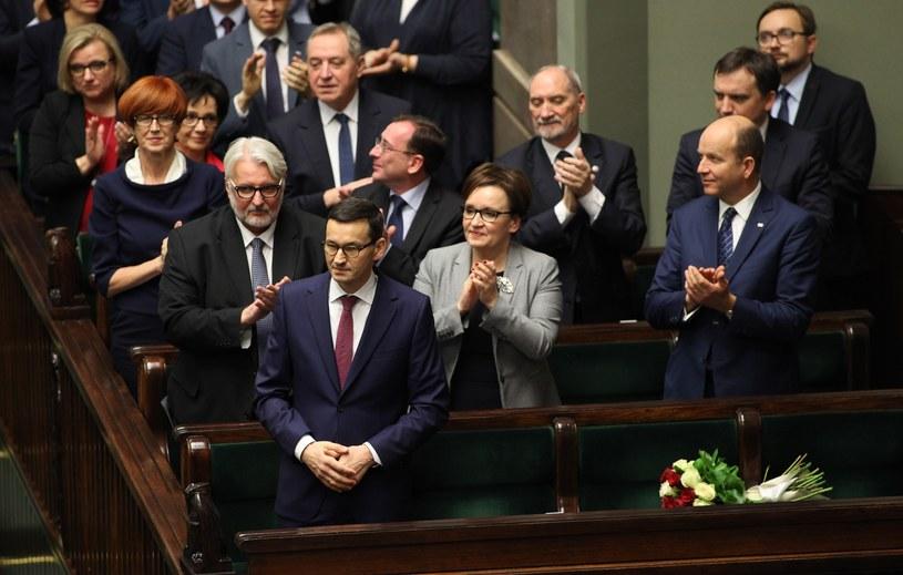 Jak wynika z sondażu - Polacy wspierają linię gabinetu premiera Mateusza Morawieckiego /Stanisław Maszewski  /Reporter