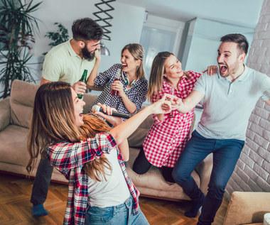 Jak wyprosić gości i nie popełnić przy tym gafy? Kilka rad