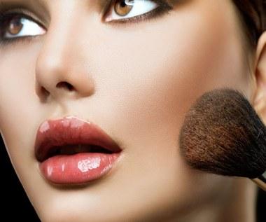 Jak wyszczuplić twarz za pomocą makijażu?