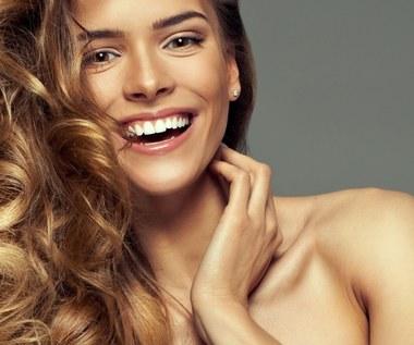 Jak wzmocnić włosy i zapobiec ich rozdwajaniu?