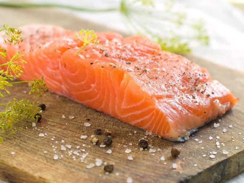 Jak z łososia przyrządzić pyszny gulasz? Sprawdź! /123RF/PICSEL