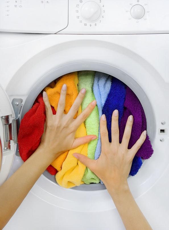 Jak zachować kolor ubrań? /©123RF/PICSEL