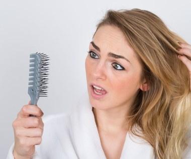 Jak zahamować proces wypadania włosów?
