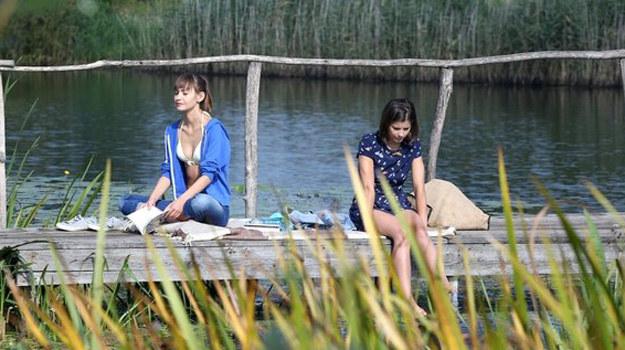 Jak zakończy się wycieczka młodych nad jezioro? /www.mjakmilosc.tvp.pl/
