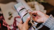 Jak zapakować prezent pod choinkę? Inspiracje z blogów