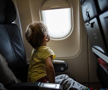 Jak zaplanować długą podróż samolotem z dzieckiem?