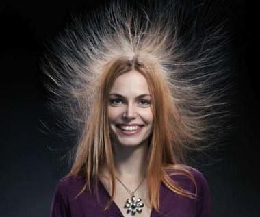 Jak zapobiec elektryzowaniu się włosów?