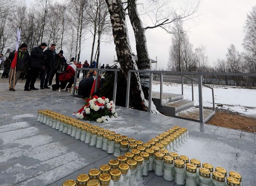 Jak zapowiadał minister kultury, pomnik w Smoleńsku miał powstać w 3. rocznicę katastrofy /AFP