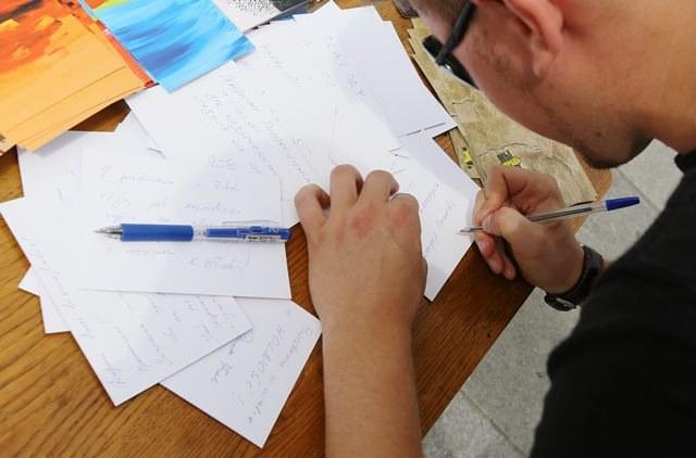 Jak zatytułować list zgodnie z zasadami savoir-vivre? /PAP/Paweł Supernak /PAP