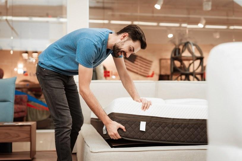 Jak zbudowany jest materac hybrydowy i dlaczego warto na nim spać? /materiały promocyjne