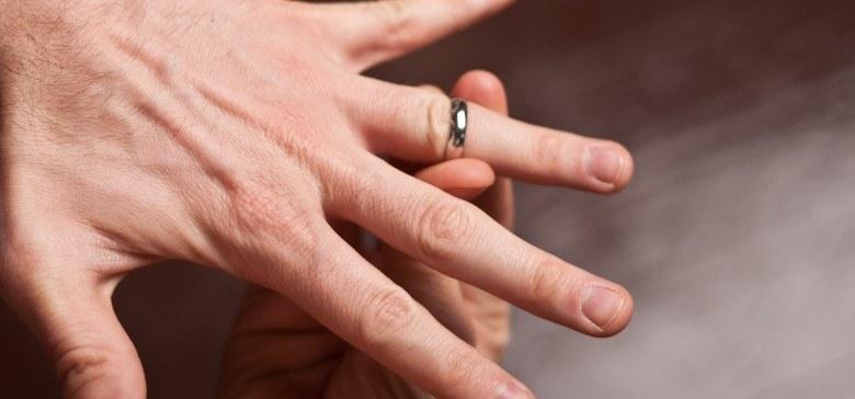 jak zdjąć pierścionek /© Photogenica