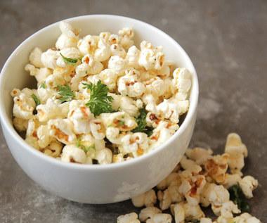Jak zdrowo i ze smakiem przyrządzić popcorn w domu?