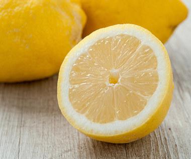 Jak złagodzić ból kolana cytryną?