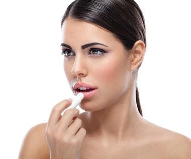 Jak zrobić balsam do ust z miodem?