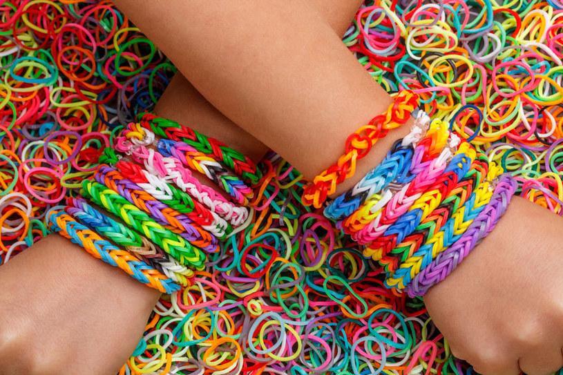 Jak zrobić bransoletki z gumek? /©123RF/PICSEL