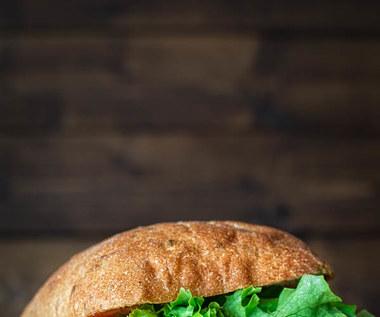Jak zrobić burgery z buraków czerwonych i fety?